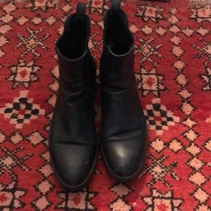 La Canadienne classic Chelsea boots